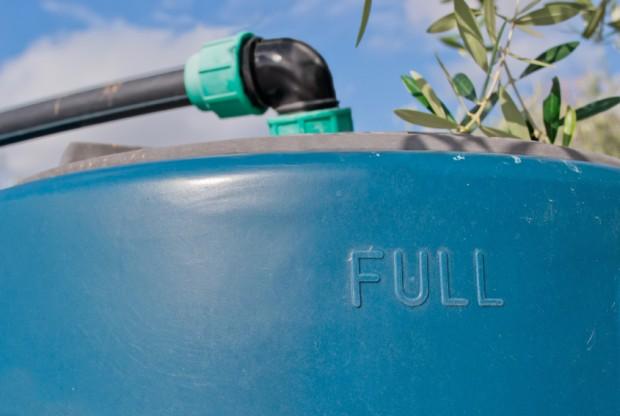 Brasileiros criam sistema que transforma caixa d'água em miniusina hidrelétrica