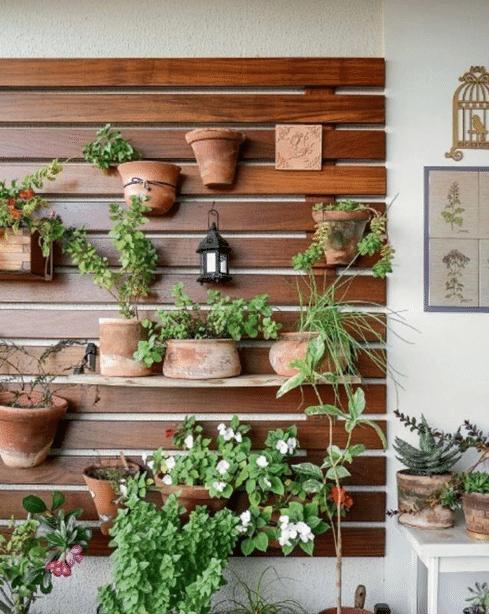Horta no painel de madeira