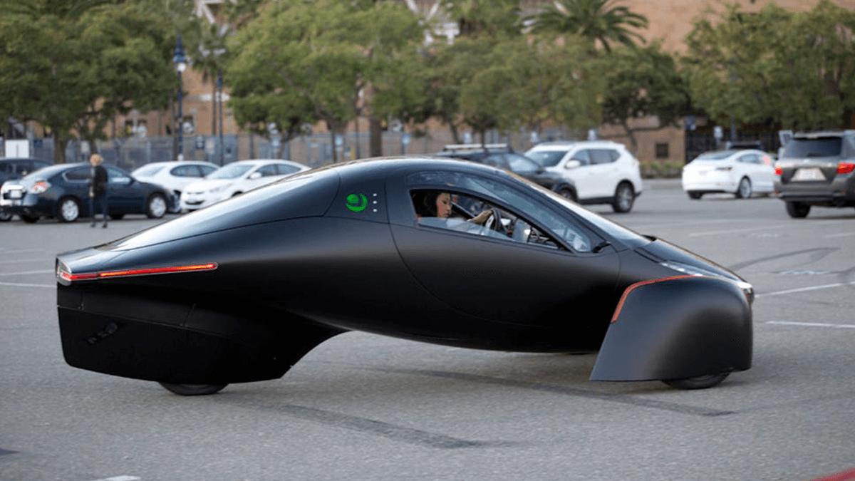 Carro Elétrico Movido à Energia Solar Recarrega Enquanto é Utilizado