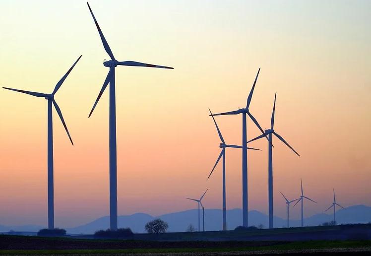 Indiano Projeta Turbina Eólica Caseira que Gera Eletricidade e Água Potável