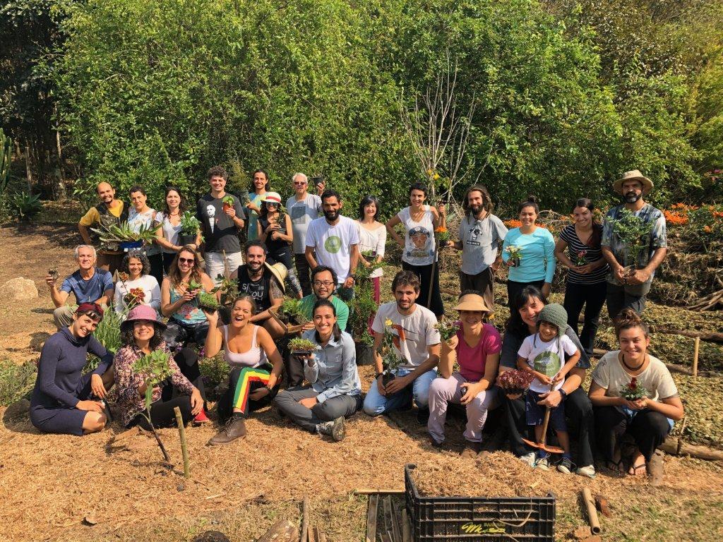 Após mobilização dos moradores, foi providenciado um caminhão pipa para abastecer a caixa d'água da horta agroecológica. (Reprodução/Universo da Floresta)