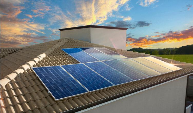 O mercado de energia fotovoltaica proporcionou mais de R$ 3,9 bilhões em arrecadação aos cofres públicos. (Reprodução/Pixabay)