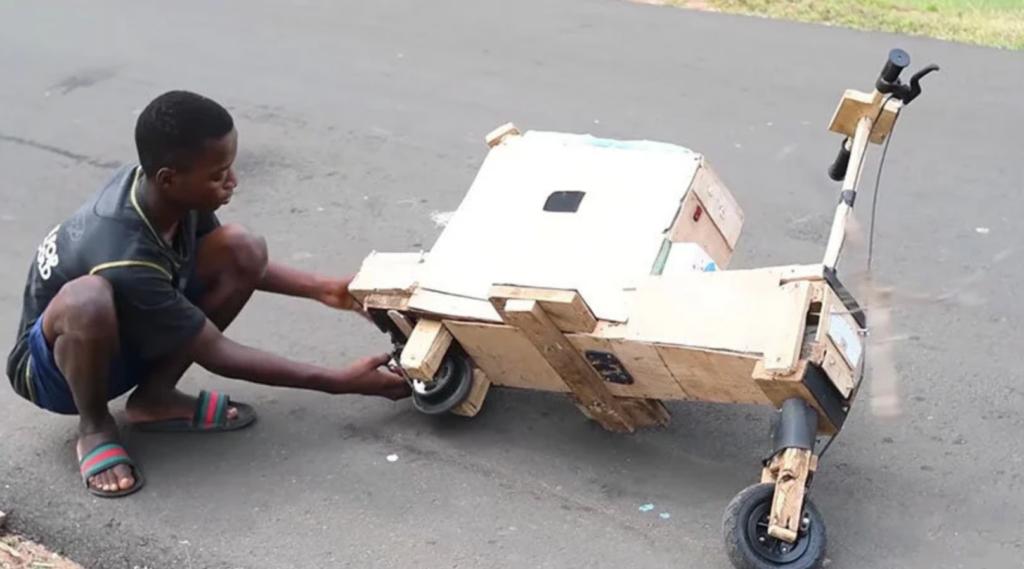 moto eletrica de madeira