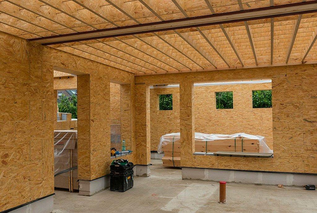 dentro das casas de madeira