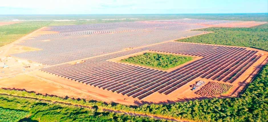 O estado inaugurou uma usina de energia solar denominada Alex, localizada entre as cidades de Limoeiro do Norte e Tabuleiro do Norte.