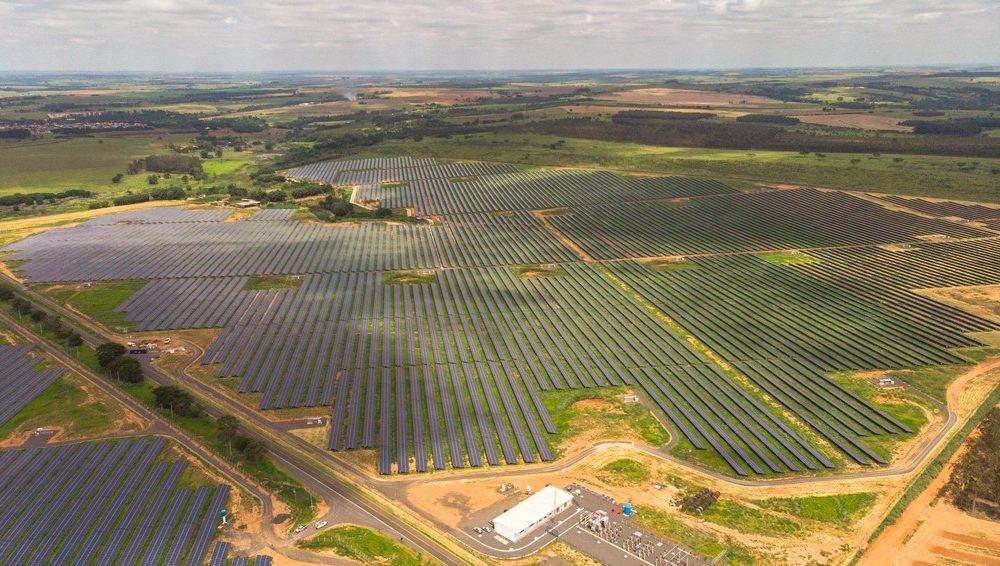 A Elera Renováveis, empresa responsável pela usina de energia solar do Ceará, investiu R $950 milhões no projeto.